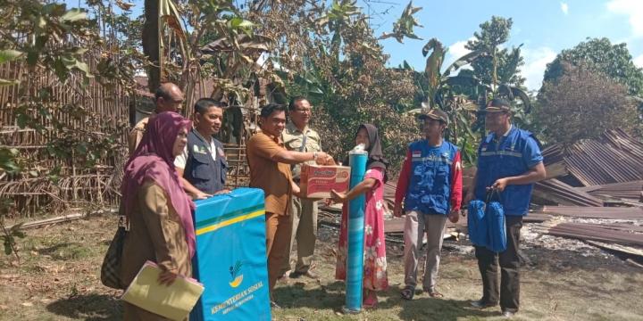 Pemkab Aceh Tamiang Salurkan Bantuan untuk Korban Kebakaran Di Sukaramai Seruway